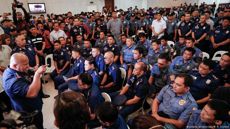 На Филиппинах во время полицейских рейдов против наркоторговцев убили 19...