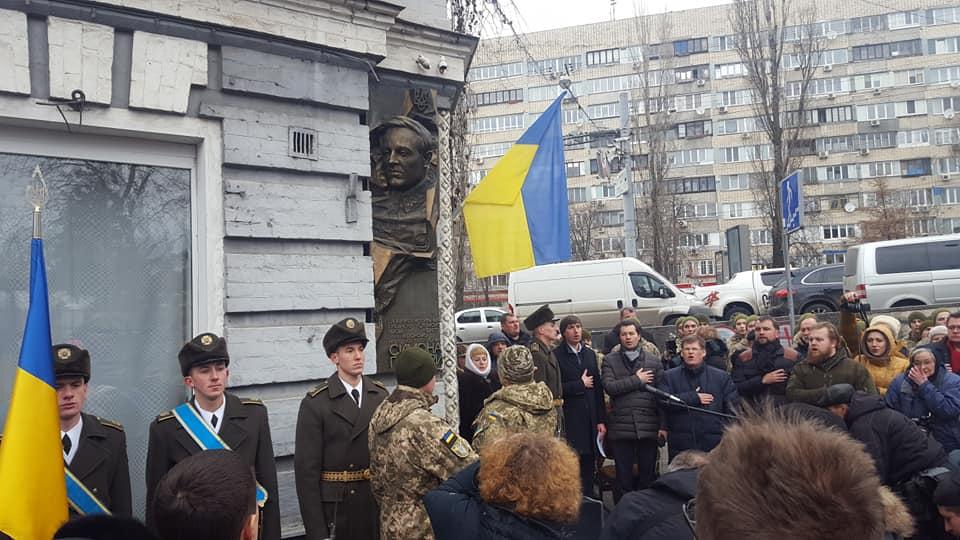 В центре Киева открыли мемориальный барельеф Петлюре