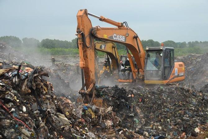 На свалке во Львовской области троих человек засыпало мусором