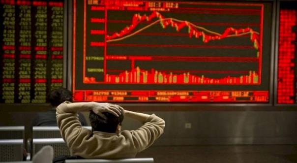 Минус 8%: Торги на китайских биржах начались с рекордного обвала