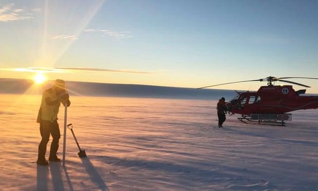 Под крупнейшим антарктическим ледником нашли озера