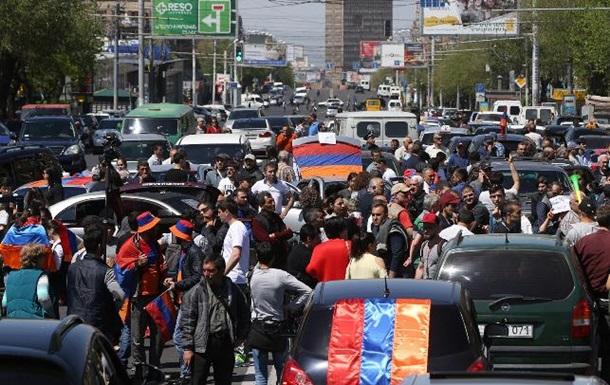 В Армении протестующие перекрывают дороги