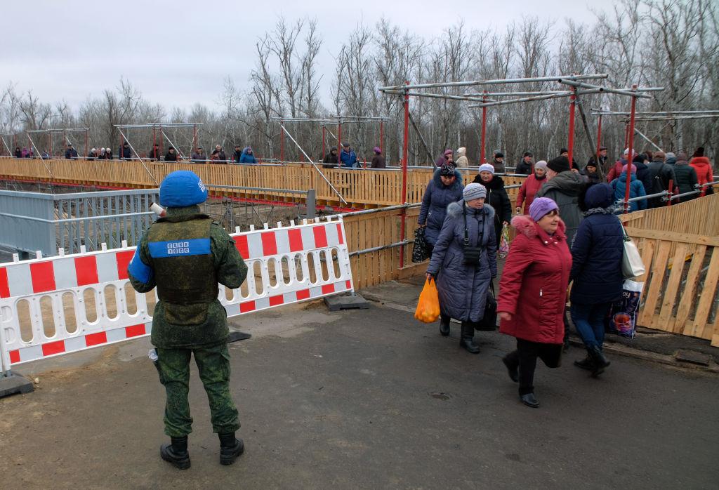 """""""Сели и договорились!"""" Как в серой зоне видят мир на Донбассе после """"нор..."""