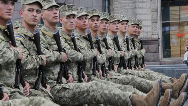 Осенью в армию призовут более 15 тысяч украинцев
