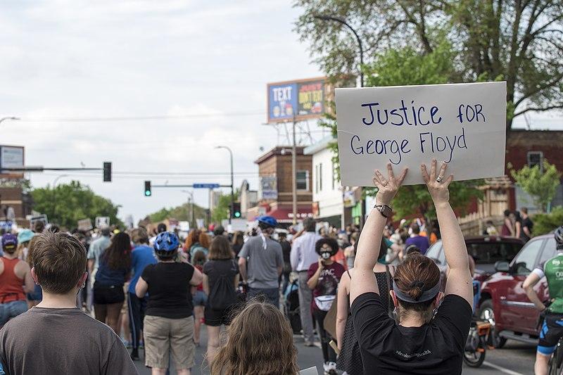В Миннесоте полицейским больше нельзя душить людей