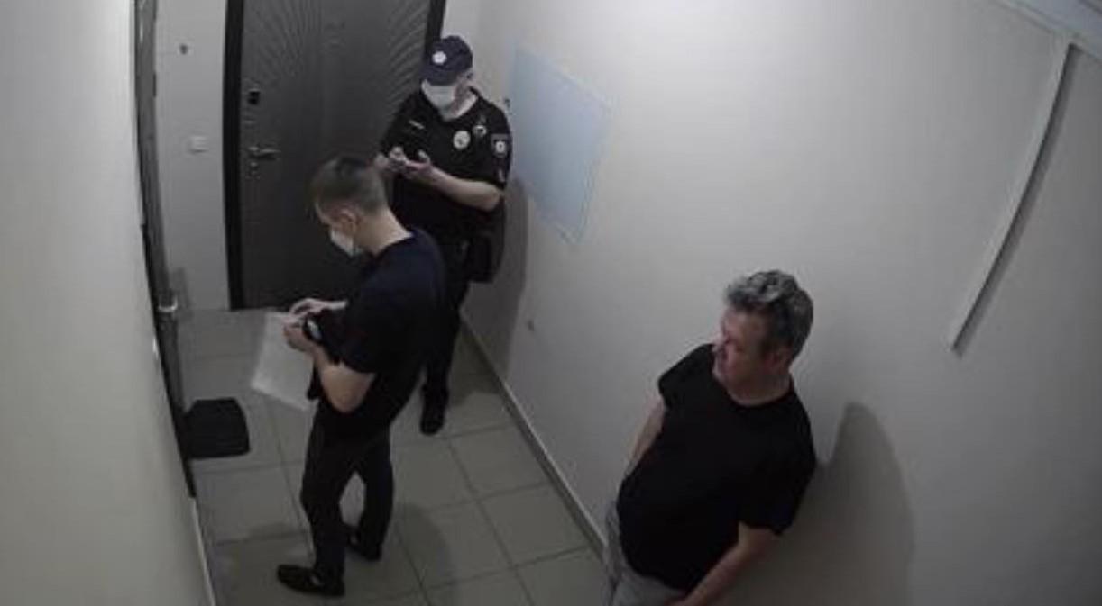 Стерненко не пустил к себе полицейских, которые пришли проконтролировать...