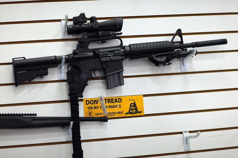 В США протестующие сорвали розыгрыш штурмовой винтовки в церкви