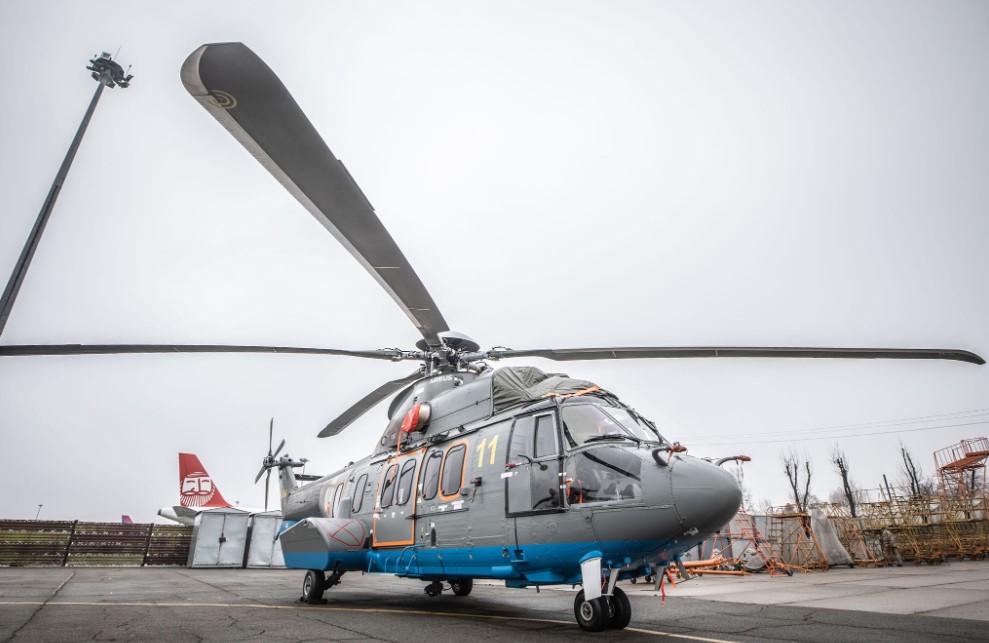 """В Украину прилетел """"сверхсовременный"""" французский вертолет Super Puma Н2..."""