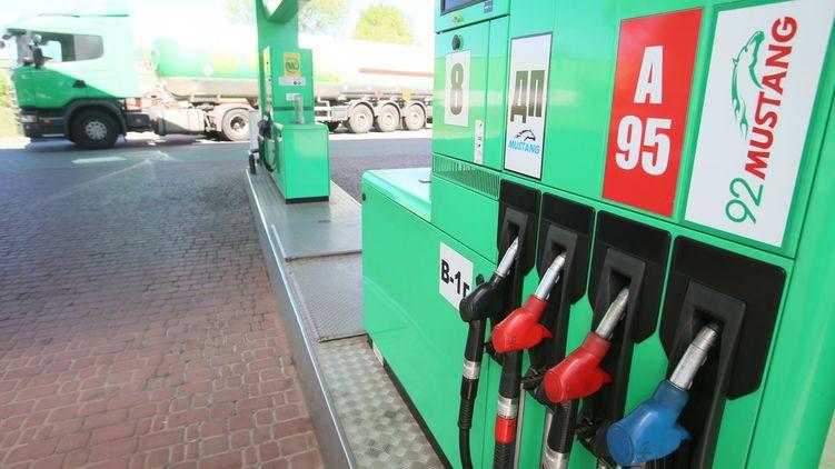 За апрель бензин и дизтопливо на АЗС подешевели на 2,65 грн за литр