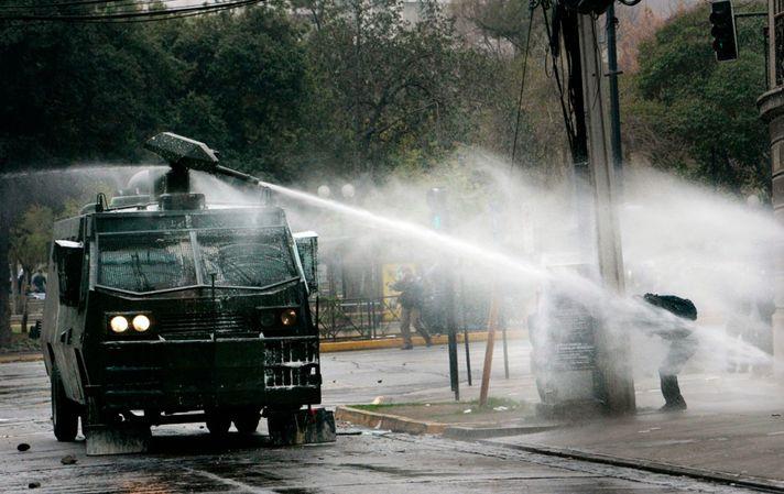 Нацгвардии официально разрешили использовать водометы