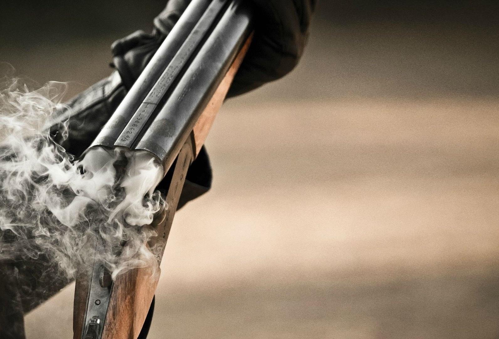 В Закарпатье полицейский ранил из ружья напарника и местную жительницу