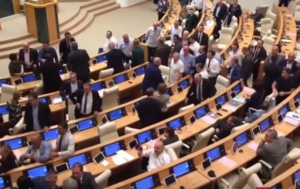 Грузинские депутаты устроили драку в парламенте