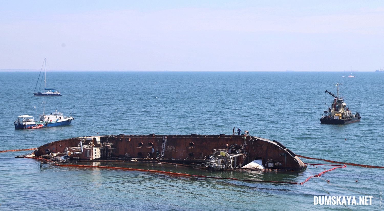 Затонувший в Одессе танкер Delfi могут порезать на части