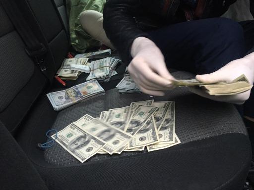 Сотрудников Укрэксимбанка задержали на взятке в 1,5 млн грн