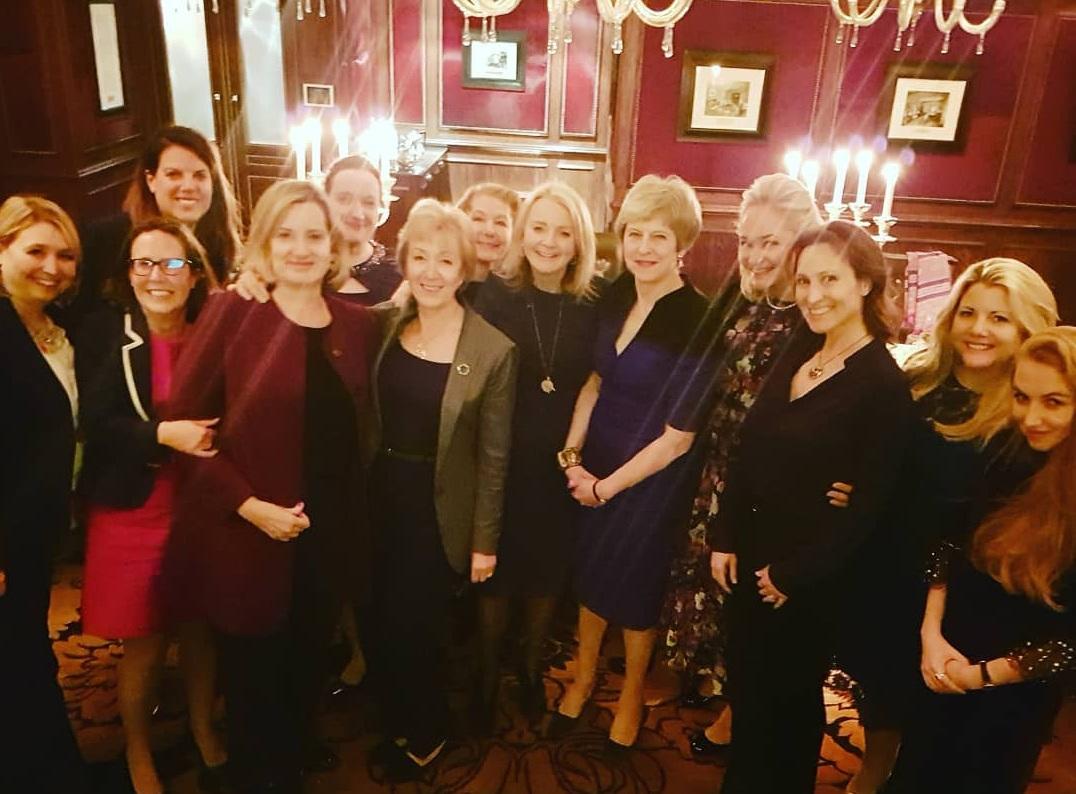 Тереза Мэй сходила на ужин с женой бывшего соратника Путина за 135 тыс....