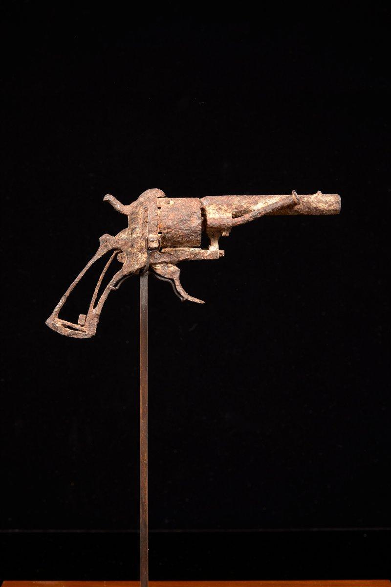 Револьвер, из которого, возможно,  застрелился Ван Гог, продан за 162 ты...