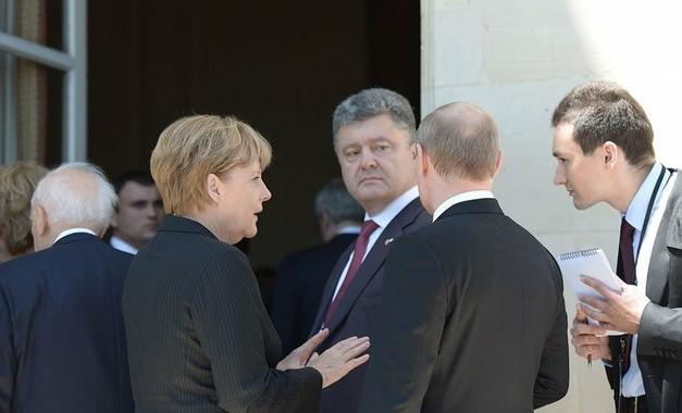 В Кремле говорят, что Порошенко не поздравлял Путина с днем России в 201...