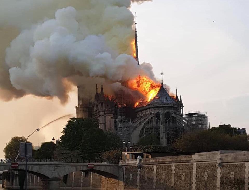 Культурные пожары. В Париже пылал Нотр-Дам, в Киеве разгорелся дипломати...