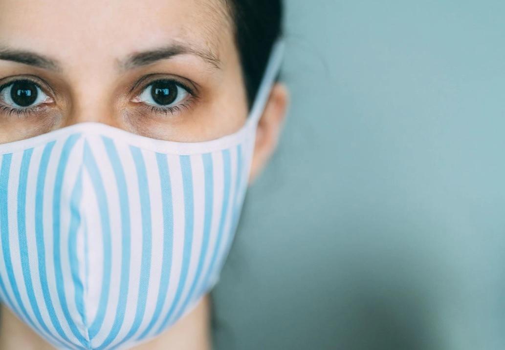 Иммунолог из Стэнфорда рассказал, зачем соблюдать дистанцию с маской на...