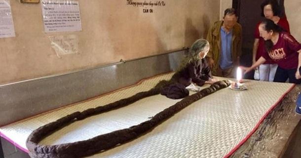 Жительница Вьетнама не стригла и не мыла волосы на протяжении 64 лет