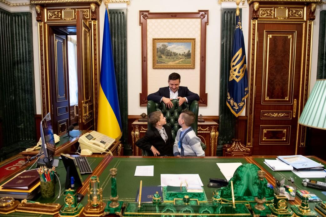 Зеленский с детьми звонил Гончаруку и Баканову узнать про дороги и корру...