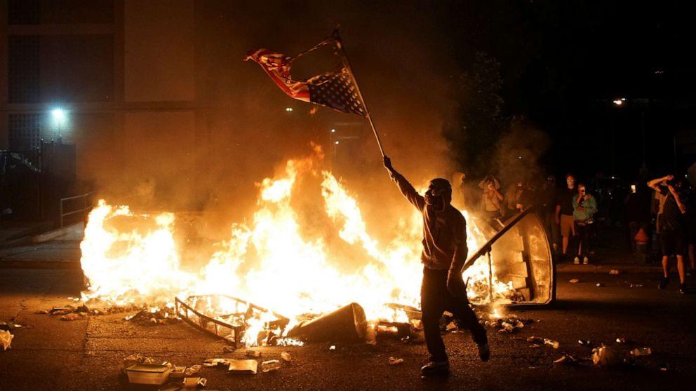 Протесты в США: в Лас-Вегасе и Сент Луисе стреляли в полицейских