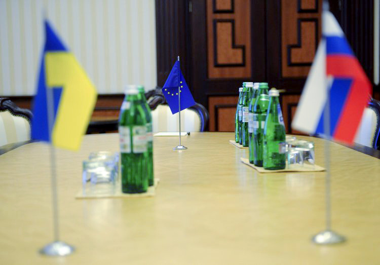 """""""Зима уже за углом"""": в ЕС хотят возобновить переговоры по транзиту газа..."""