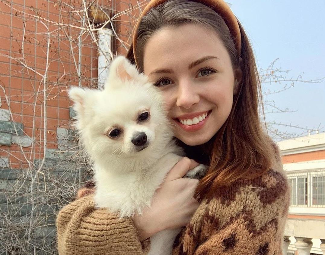 Не смогла оставить друга: украинку не эвакуировали из Уханя из-за собаки