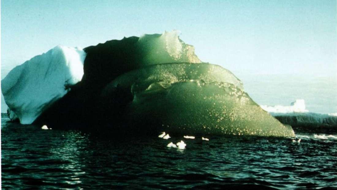 Ученые разгадали секрет изумрудных айсбергов в Антарктиде