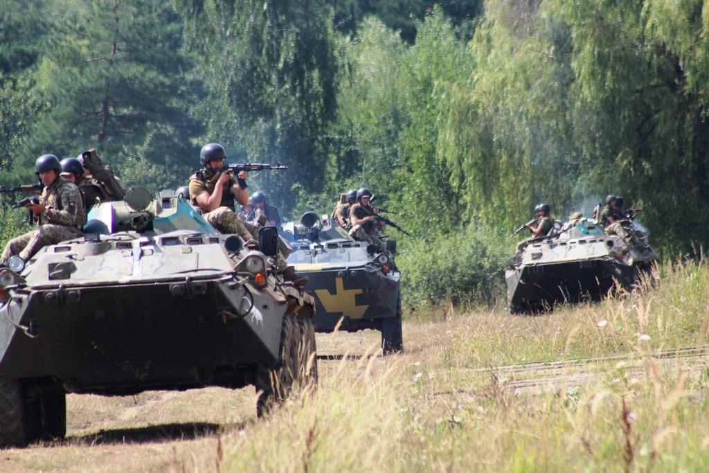 Сутки на Донбассе: 8 обстрелов, без потерь
