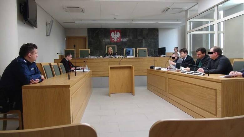 В Кракове трех поляков отправили в тюрьму за поджог венгерского центра в...