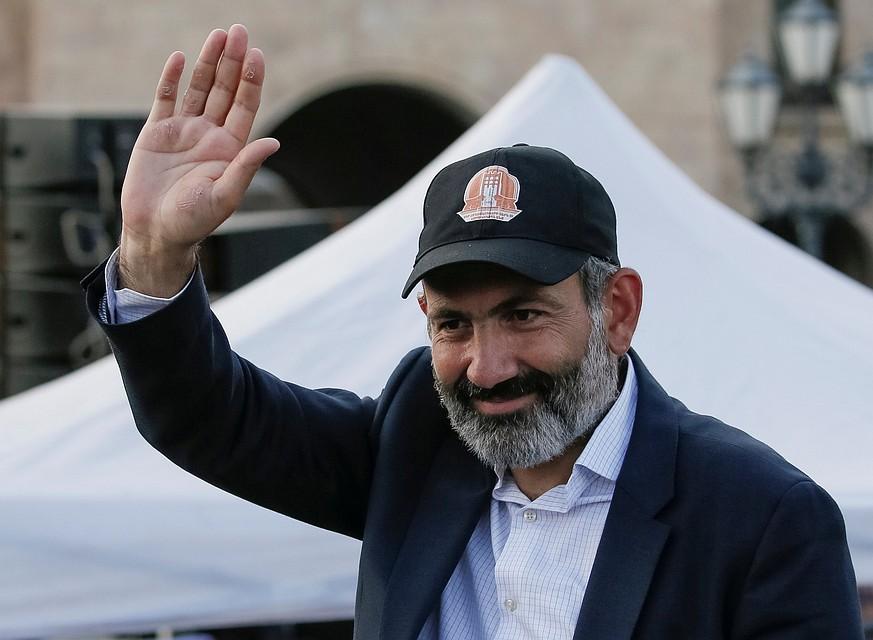 Армянский премьер на украинском поздравил Зеленского