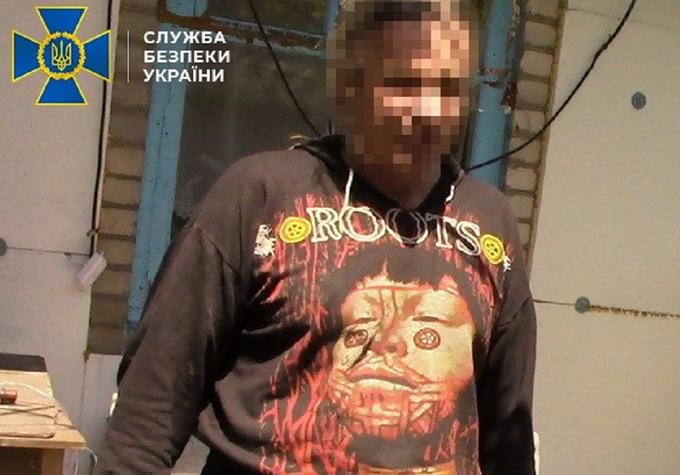 """СБУ задержала боевика из """"группы Безлера"""", который снимал на камеру пытк..."""