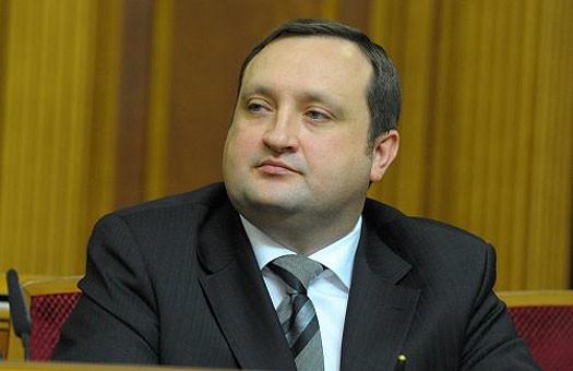 Арбузов планирует сэкономить $8 миллиардов благодаря рублям