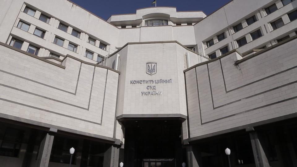Конституционный суд одобрил президентскую версию отмены депутатской непр...