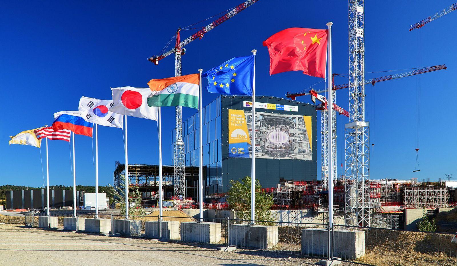 """Во Франции соберут первый в мире """"чистый"""" термоядерный реактор"""