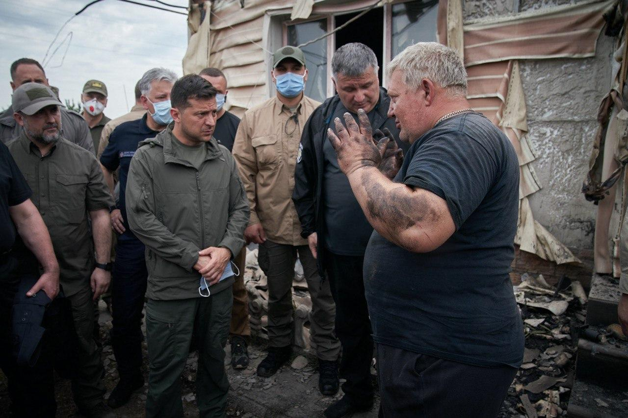 Зеленский: семьям, потерявшим дом в результате пожара на Луганщине, выпл...