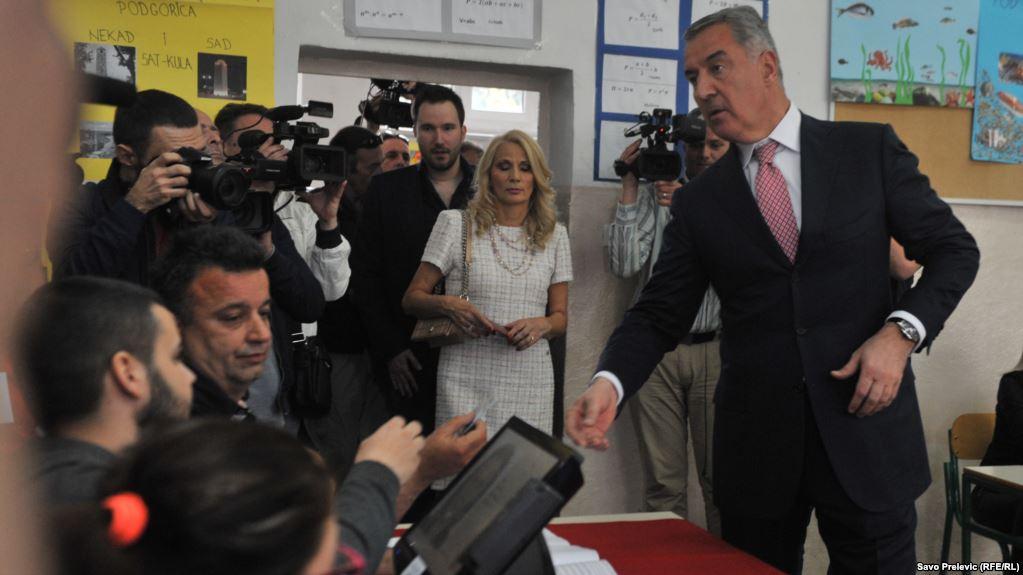На президентских выборах в Черногории побеждает Джуканович