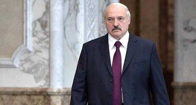 Лукашенко: Из РФ в Беларусь подбрасывают фейки. Поговорю об этом с Путин...