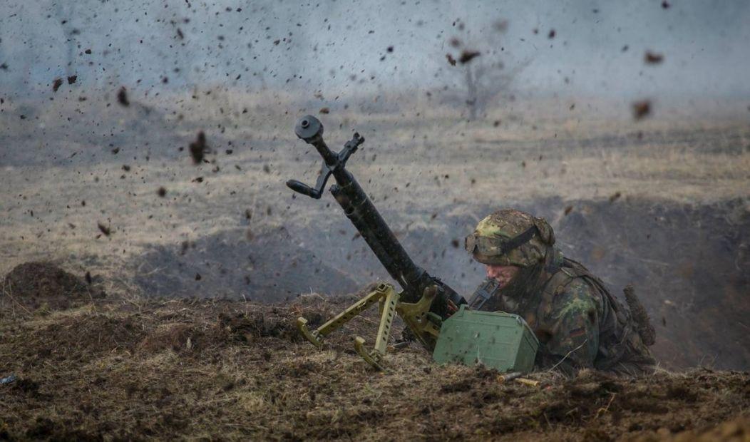 Сутки на Донбассе: 10 обстрелов, один боец ранен