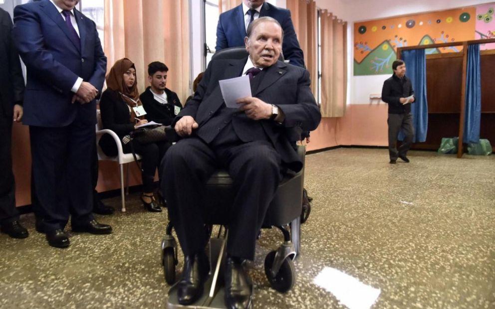 Экс-президент Алжира попросил прощения у народа