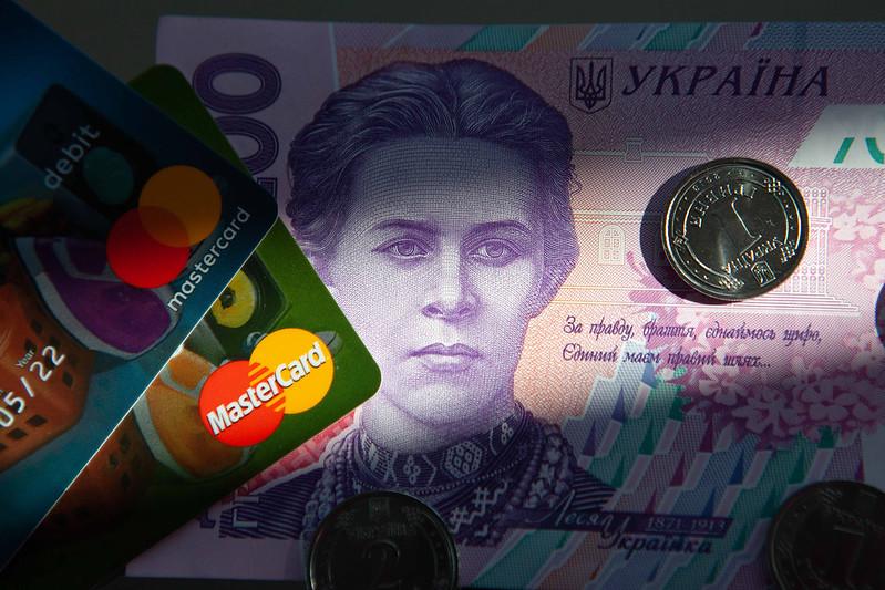 С 28 апреля в Украине ужесточаются правила денежных переводов: не более...
