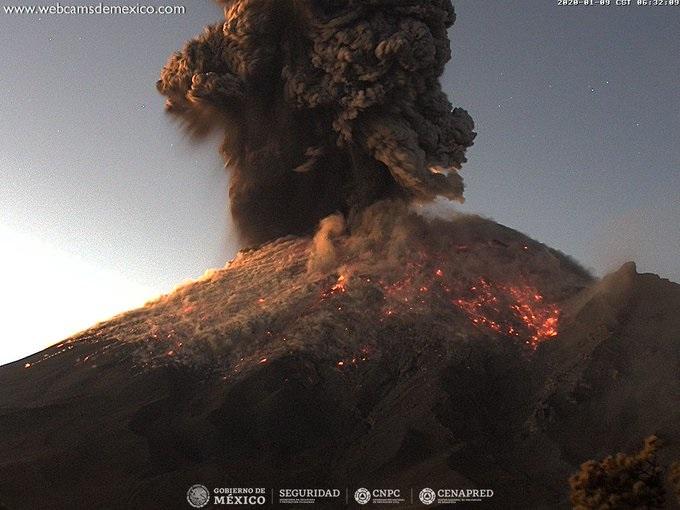 В Мексике опять проснулся вулкан Попокатепетль