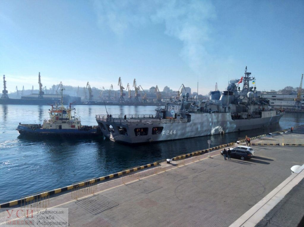 Турецкие военные корабли причалили в Одессе