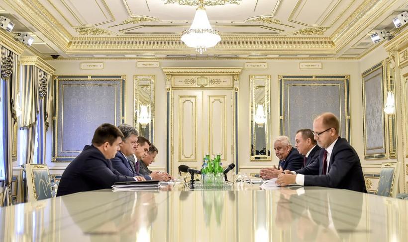 Беларусь поблагодарила Порошенко за содействие в восстановлении ее диало...