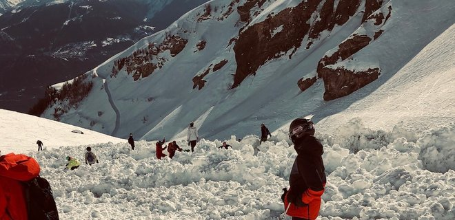 Лыжник заснял на видео свой побег от лавины в Швейцарии
