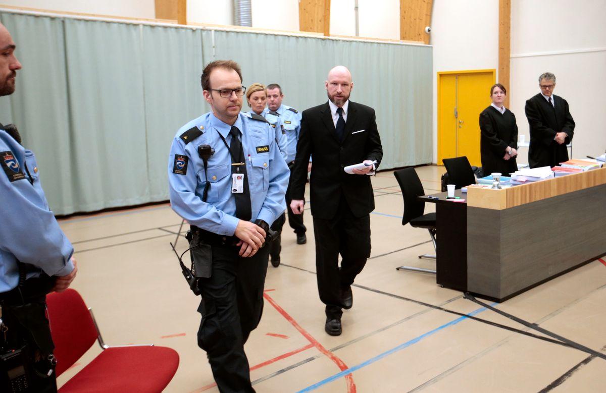 Террорист Брейвик, который убил 77 человек, подал ходатайство о досрочно...