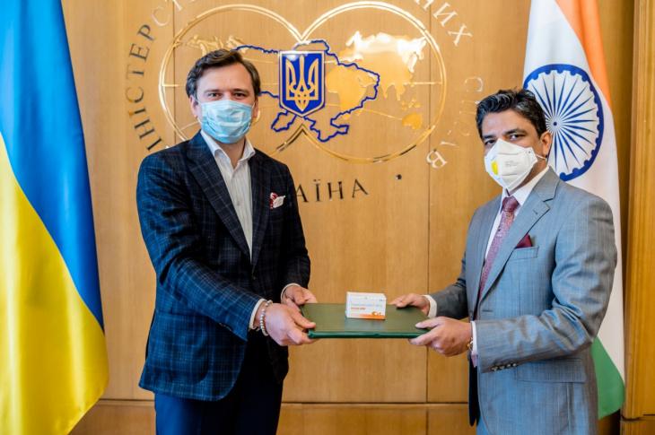 Индия передала Украине 30 тысяч таблеток гидроксихлорохина