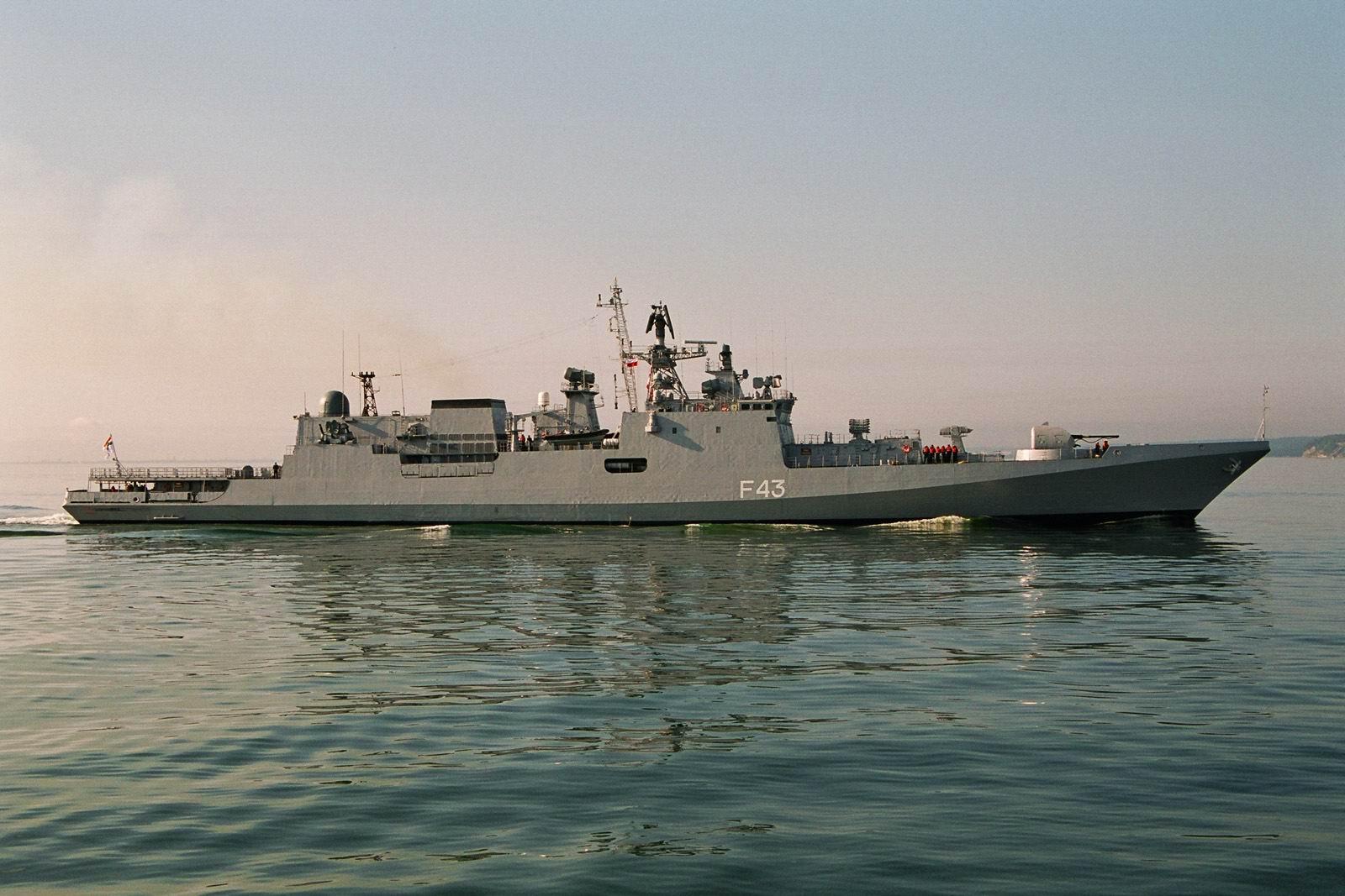 Возле латвийской границы заметили российские военные корабли