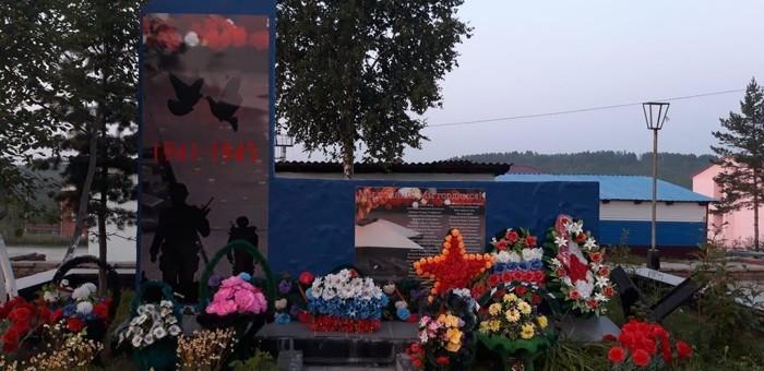 В России на памятнике погибшим в Великой Отечественной войне изобразили...